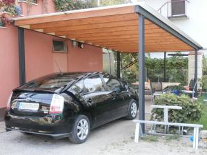 Nadstrešek za avtomobil